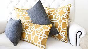 coussin pour canapé gris coussin gris complétez votre déco de salon westwing