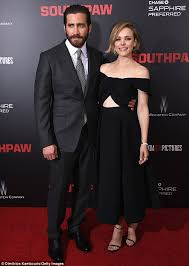rachel mcadams cosies up to jake gyllenhaal at southpaw premiere