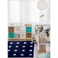 tapis chambre bébé tapis chambre bebe etoile blanche bleu 120x170 par unamourdetapis