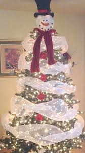White Christmas Decorations For A Tree by Best 25 Snowman Tree Ideas On Pinterest Snowman Tree Topper
