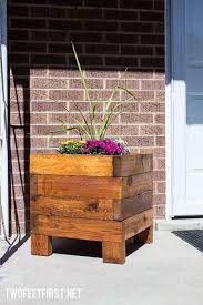 How To Build A Planter by Diy Simple Planter Box Twofeetfirst