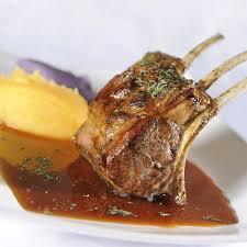 cuisiner un carré d agneau carré d agneau gallois de pré salé rôti jus au miel à la menthe