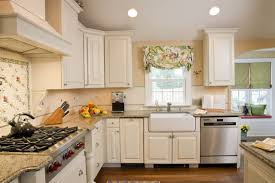 Diy Painting Kitchen Cabinets by 11 Big Mistakes You Make Painting Cabinets Painting Cabinets