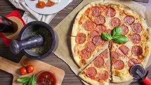 domino pizza ukuran large berapa slice berapa kalori dalam satu slice pizza pepperoni
