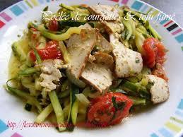 cuisiner tofu fumé poêlée de courgettes tomate oignon tofu fumé aux amande sésame