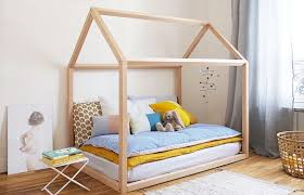 une chambre comment aménager une chambre montessori on vous explique tout