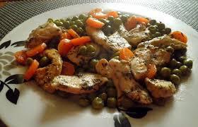 cuisiner des petits pois poêlée de petits pois carottes au poulet mariné au thym recette