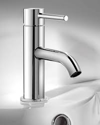 single handle chromed metal kitchen faucet with sprayer interior