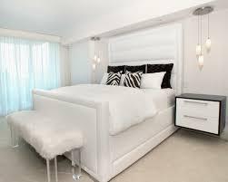 chambre à coucher blanche chambre à coucher blanche avec des accents colorés