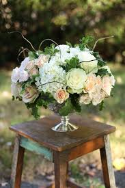 White Roses Centerpieces by Best 25 Low Centerpieces Ideas On Pinterest Gold Vase