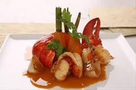 cuisiner un homard recettes de homard pour noël par l atelier des chefs