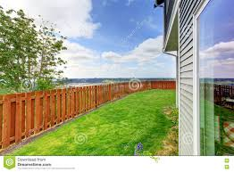 Backyard For Dogs by Huge Backyard Photo On Outstanding Fenced In Backyard For Dogs