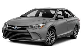 how does the toyota camry hybrid work 2017 toyota camry hybrid overview cars com