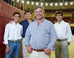 Aficionados de Portugal: JOÃO MOURA - o-cavaleiro-com-os-filhos-joao-moura-jr-c3e7