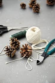 how to make a pinecone garland how to decorate