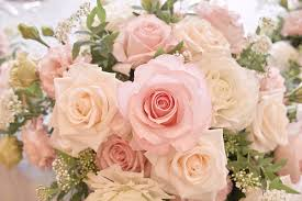 wedding flowers on a budget budgeting your buds cheap wedding flowers on a budget avas flowers