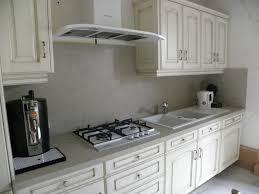 cuisine en blanc cuisine contemporaine blanc cassé patine chocolat gilles martel