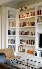 Cozy Family Room Design With Built In Bookshelf And Mounted Wall - Family room shelving