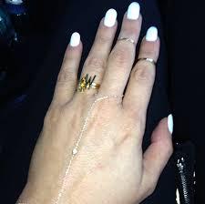 Kim K Wedding Ring by Kim Kardashian Ring Reality Star Shows Off U0027kw U0027 Bling On Left