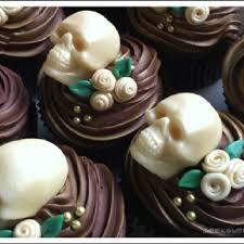 25 Best Skull Wedding Ideas by Best 25 Skull Cupcakes Ideas On Pinterest Brain Cupcakes Skull