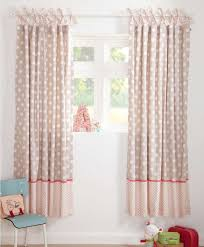chambre bébé rideaux design interieur déco chambre bébé rideaux pâle pois blancs