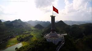 Vietnamese Freedom Flag Lung Cu Flag Tower An Icon Of Vietnamese Sovereignty Vietnam