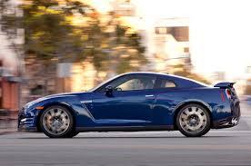 nissan gtr quarter mile stock feature flick watch a nissan gt r drag race a porsche 911 turbo s
