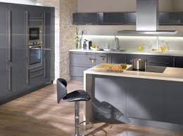 cuisines grises cuisine gris et blanc decoration cuisine gris 14 deco et blanc