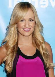 feathered back hairstyles jenn brown long feathered flip hairstyle with bangs styles weekly