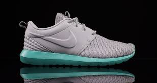 rosh run roshe run kicks