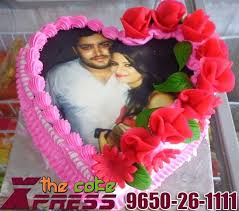How To Decorate Heart Shaped Cake Pink Heart Shape Designer Cake With Red Roses The Cake Xpress