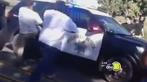 california highway patrol abc30 com police look for suspects who attacked chp officer in fresno