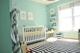 chambre b b vert chambre bébé fille en nuances de vert inspirantes nursery
