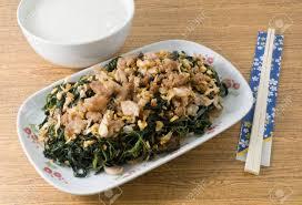 cuisine chinoise traditionnelle cuisine chinoise traditionnelle sautés feuilles de jute ou feuilles