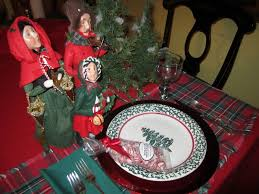 Christmas Plaid Table Runner by Holiday Table Settings And Entertaining Ideas Debbi Benedict