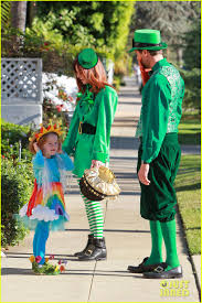celebrity family halloween costumes alyson hannigan u0026 family leprechaun hallowen costume 2013 photo