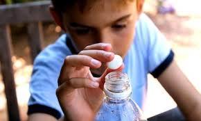 mentos in coke experiment kidspot