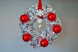 potholes diy vintage aluminum foil wreath