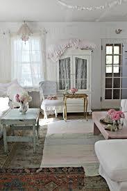 shabby chic wohnzimmer shabby chic stil wohnzimmer dekoideen dekokissen wandspiegel