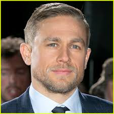 how to get thecharlie hunnam haircut charlie hunnam reveals why he won t watch fifty shades charlie