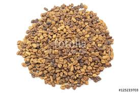 fond blanc cuisine fenugrec fenugreek semence en tas sur fond blanc stock photo and