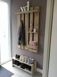 diy garderobe schöne garderobe zum selbermachen aus einer palette estantería