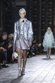 Brandname News Collections Fashion Shows by Armani Versace Add Italian Glitz To London Fashion Week The