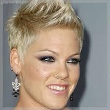 Kurze Haare Frauen Bilder charmante kurzhaarfrisuren für frauen mit blonden haaren
