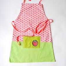 tablier cuisine fille tablier de cuisine fille fraises un grand marché