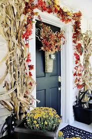 30 cozy thanksgiving front door décor ideas digsdigs