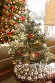 10 creative ways to use ornaments