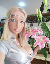 human barbie doll eyes 15 things that make human barbie doll even weirder thevirallane