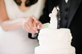 wedding cake cutting 7 meaningful wedding cake traditions