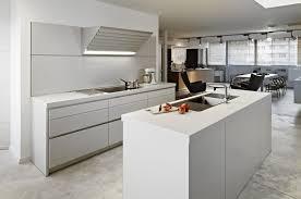 cuisine bois blanche support de bol blanc à trois niveaux en céramique noir comptoir